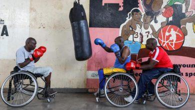 Photo of Boxean sobre sillas de ruedas con un sueño
