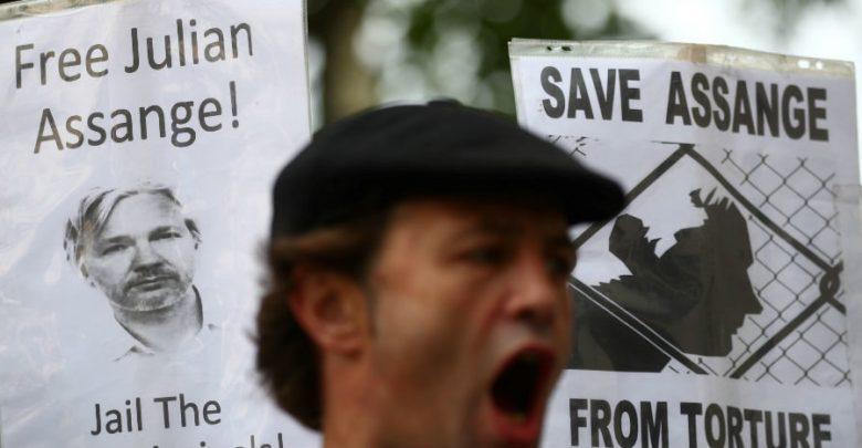 En EU, Assange no tiene la menor esperanza de un juicio justo: ex cónsul ecuatoriano en Londres