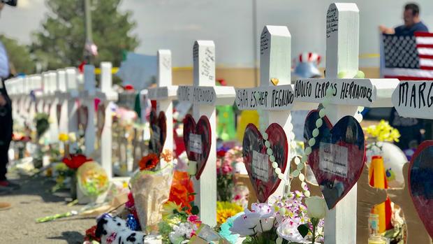 Recordando a los fallecidos en la masacre de El Paso