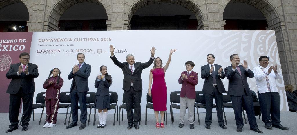 AMLO reconoce a ganadores de la Olimpiada del Conocimiento Infantil 2