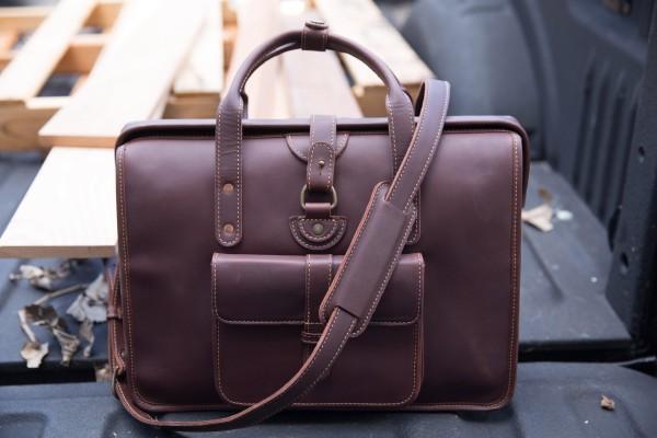 El maletín Pad & Quill Gladstone ofrece un amplio espacio de almacenamiento en un hermoso diseño