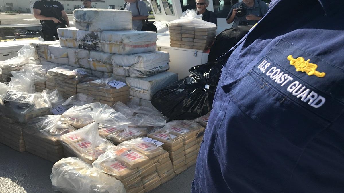Guardia Costera incauta cargamento millonario de cocaína 2