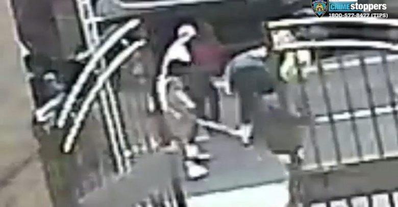 Video: Anciana robada y azotada con su propio bastón 1
