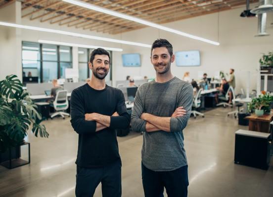 Estos hermanos acaban de recaudar $ 15 millones para su startup, Dutchie, una especie de Shopify para dispensarios de cannabis.