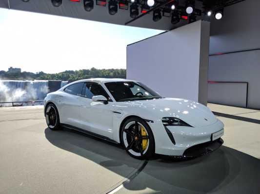 Porsche presenta el sedán eléctrico Taycan Turbo de $ 150,900