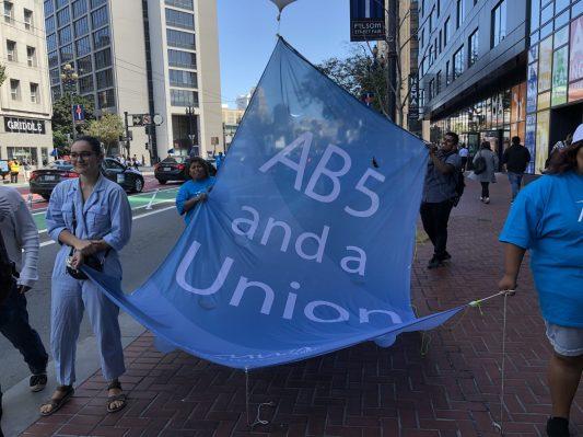 Proyecto de ley de trabajador AB-5 pasa en California
