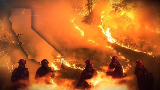 Infierno en California: bomberos batallan en tinieblas contra los incendios