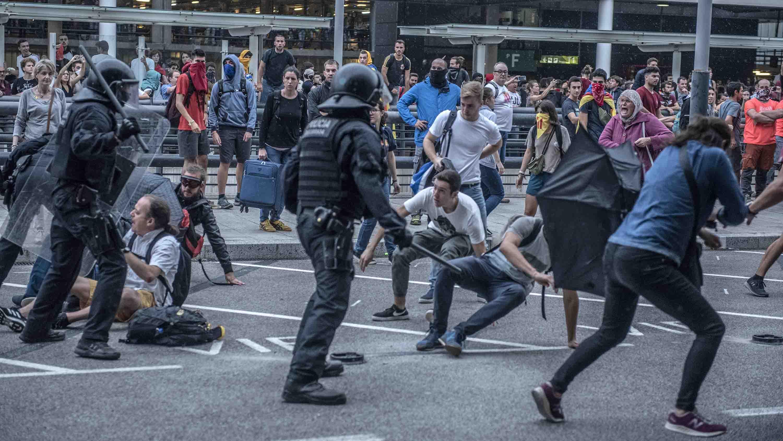Resultado de imagen para Choques por condenas a separatistas catalanes dejan 170 heridos