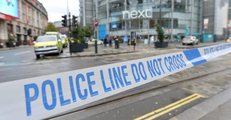 Hombre armado con cuchillo hiere a cinco personas en centro comercial en Manchester