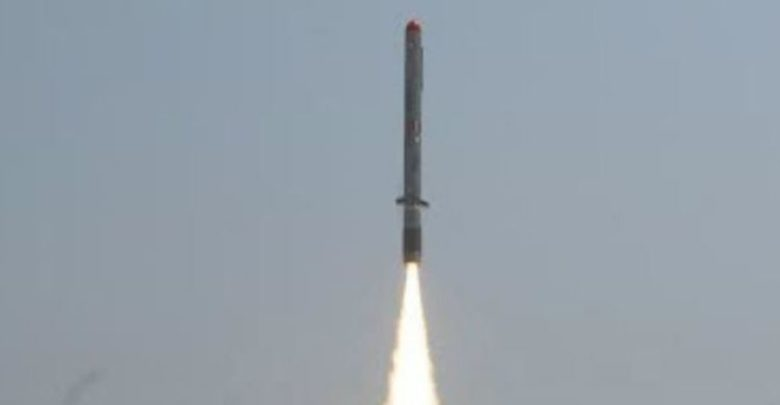 India lanza con éxito dos misiles con capacidad nuclear