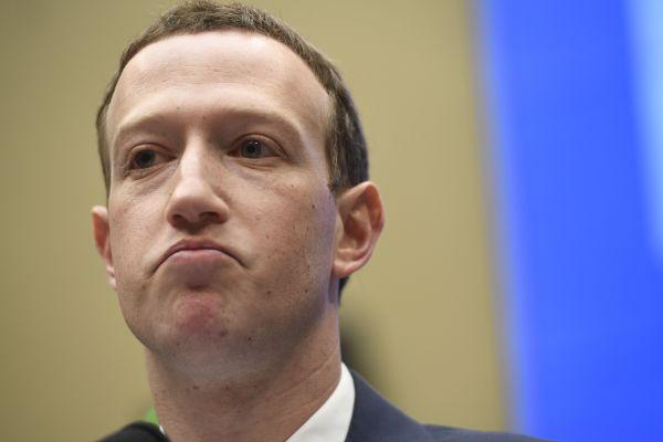 """Vea cómo Sacha Baron Cohen critica la """"lógica retorcida"""" de Zuckerberg sobre el discurso de odio y las falsificaciones"""