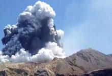 Al menos 5 muertos y varios desaparecidos tras la erupción del volcán Whakaari en Nueva Zelanda | Video