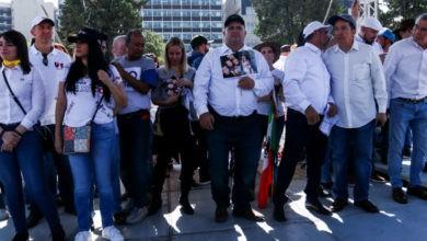 Photo of Asistirán 30 integrantes de las familias LeBarón y Langford a reunión con AMLO