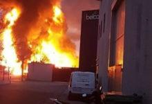 Incendio en una planta de residuos en España alerta por riesgo químico | Video