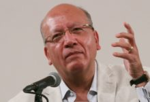 """Photo of """"La poesía es peligrosa y subversiva"""": Vicente Quirarte en la FIL Minería"""
