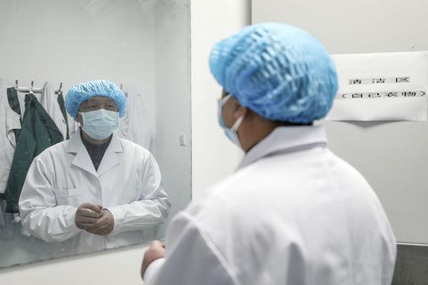 Egipto confirma el primer caso de coronavirus Covid-2019 en África; mil 716 trabajadores de la salud, infectados 1