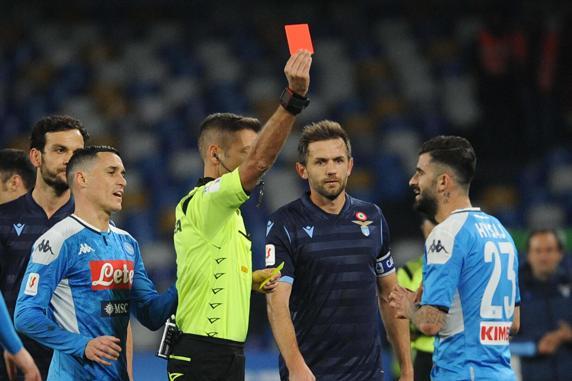Italia propone a la FIFA permitir a los clubs pedir revisión VAR 1