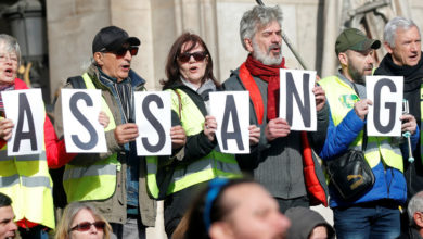 Photo of Previo a la audiencia de extradición, diputados australianos visitan a Assange