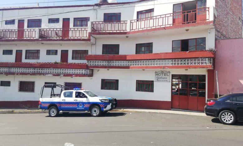 """Se suicida sujeto dentro del hotel """"Jalisco"""" en San Juan del Río, se cortó las venas"""