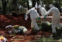 Photo of Sepultureros brasileños llevan su propia cuenta de muertos por virus
