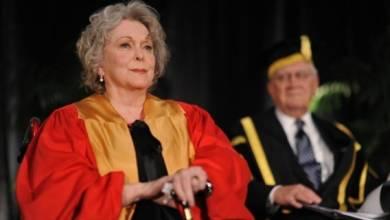 Photo of Shirley Douglas, actriz de voz de Silver Surfer y madre de Kiefer Sutherland, muere a los 86 años