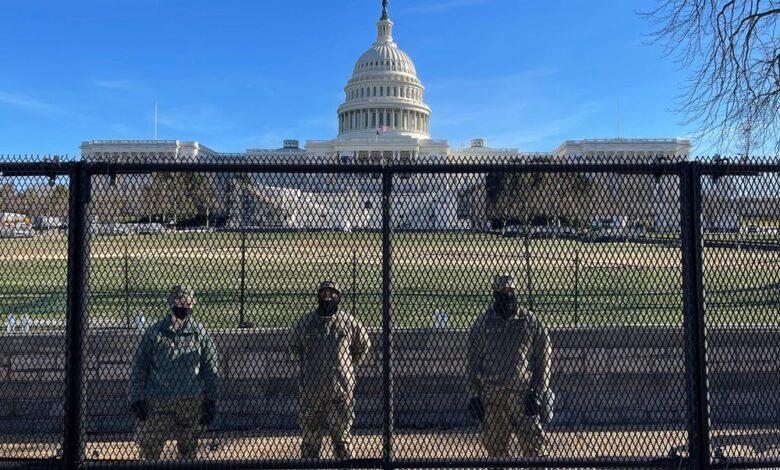 """Un informe del FBI alertó antes del asalto al Capitolio de que grupos ultras planeaban """"una guerra"""" 1"""